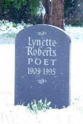 Headstone for Lynette Roberts in Llanybri churchyard in Wales: CC BY 3.0