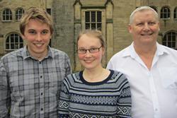 Y myfyrwyr a drefnodd y gynhadledd (Chwith-dde) Peter Davies, Anna Olsson Rost a Martin Hanks.
