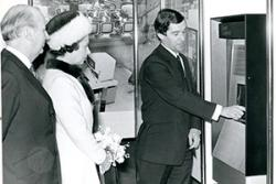 Queen Elizabeth II gets a tutorial. : Lloyds Banking Group Archives , Author provided