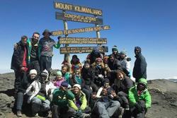 Ar gopa Mynydd Kilimanjaro