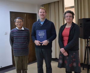 Left-right: Professor Wu from CAS presenting the award to Professor Davey Jones in Changsha; Dr Paula Roberts from SENRGy.