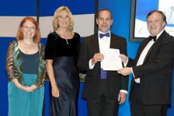 O'r chwith: Heather Fry (HEFCE), Yr Athro Caroline Gipps (Cadeirydd Panel Cynghori CCAG), Dr Charles Buckley, Prof Sir Robert Burgess, Cadeirydd Bwrdd  AAU.