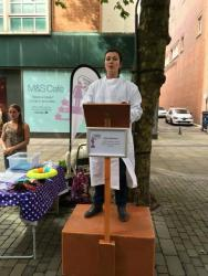 Chloe Robinson speaking at SoapBox Science Swansea (photo Ben Whittaker)