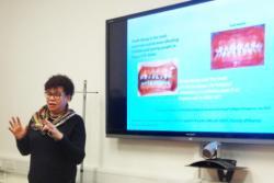 Yr Athro Cynthia Pine yn cyflwyno yn y seminar ddeintyddol: 'Preventing tooth decay in childhood: measuring the benefits and counting the cost.'