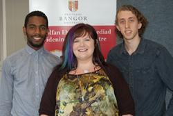 Aaron, Lauren a Gerard, sydd wedi derbyn Bwrsariaethau Ehangu Mynediad y Brifysgol eleni.