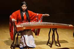 Dian Yu has reached the highest level of examination success in guzheng performance in the Chinese system.