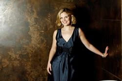 Opera singer, Elin Manahan-Thomas is among the individuals receiving an Honorary Fellowship at Bangor University this summer.