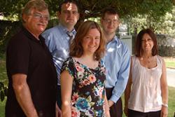 Cefn ch-dd: Tim Ashcroft, Innovas; Shane Parker; Lee Williams, Ceri Jones, Byddwch Fentrus; blaen: Eirian Jones, Byddwch Fentrus.