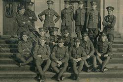 Soldiers on the University steps during the First World War.
