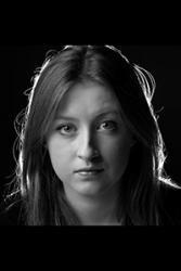 Bydd Gwen Elin yn cystadlu yng Nghystadleuaeth Ysgoloriaeth Bryn Terfel nos Sul.