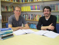 Dr Cynog Prys (chwith) a Petru Filippi