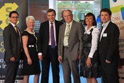 Chwith - dde: Mark Kearns, NDRC Inventorium, Karen Padmore, David Jones, AS., Martin Owen, Caroline Thompson a Dyfan Searell.