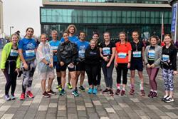 Staff a myfyrwyr Seicoleg yn y Marathon Rock 'n' Roll yn Lerpwl yn ddiweddar: Llun: Dr Fran Garrad Cole