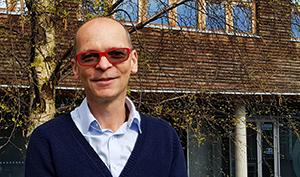 Professor Simon Creer