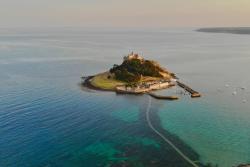 St. Michael's Mount, a tidal island off Cornwall, also said to be near the legendary land of Lyonesse.: @benjaminelliott via https://unsplash.com/photos/sg7zgMb3OQY
