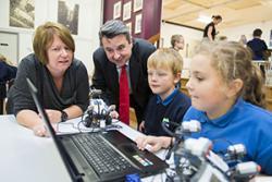 Ysgol Glancegin Headteacher, Bethan Morris-Jones explains the workshop activities to the Education Minister.