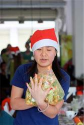 "Jessie shows off her festive fingernails as she makes her ""Asian salad"""