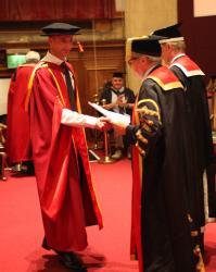 Xavier yn derbyn ei PhD gan Brifysgol Bangor